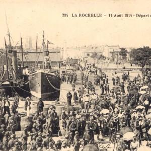 Départ du 323e Régiment d'Infanterie, le 11 août 1914. (Département de la Charente-Maritime, Direction de la Culture, du Sport et de l'Animation, service des Archives départementales-La Rochelle – 5 Fi 3428.)