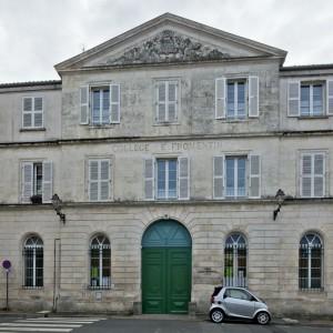 L'ancien lycée Fromentin accueille, pendant la Première Guerre mondiale, les convalescents que l'hôpital Auffrédy lui envoie, soit plus de 3600 blessés. (Région Poitou-Charentes, inventaire du patrimoine culturel / Christian Rome, 2013.)