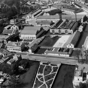 La Fonderie de Ruelle. L'usine joue un grand rôle pendant la Première Guerre mondiale en construisant du matériel de guerre. En 1916, 900 000 obus sortent de cette fonderie. (Région Poitou-Charentes, inventaire du patrimoine culturel / Fonds Henrard, 1969.)