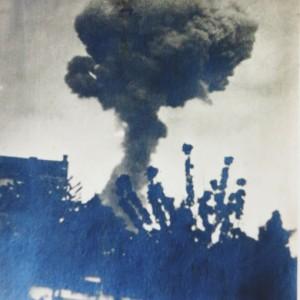 Explosion de l'usine Vandier à La Pallice, en 1916. ( Département de la Charente-Maritime, Direction de la Culture, du Sport et de l'Animation, service des Archives départementales-La Rochelle – 78 Fi.)