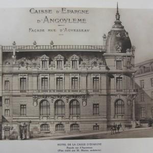 Caisse d'épargne d'Angoulême. Le siège social de cette 38e caisse, autorisée le 4 avril 1834, est installé dans un immeuble place du Mûrier, puis à l'hôtel de ville, avant que l'édifice actuel ne soit construit entre 1908 et 1912 sous la direction de l'architecte M. Martin. Bibliothèque municipale d'Angoulême, plaquette réalisée pour le centenaire de la Caisse d'épargne d'Angoulême.