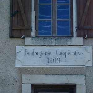Boulangerie coopérative de Beaussais (Deux-Sèvres). Les sociétés de panification permettaient de supprimer les intermédiaires entre producteur et consommateur et de vendre le pain au prix le plus bas.