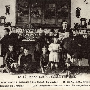 Coopérative scolaire à Saint-Savinien (Charente-Maritime). Carte postale, vers 1930, collection Claude Aubineau.