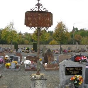 Carré philanthropique dans le cimetière des Sables, à Niort (Deux-Sèvres).  L'Association philanthropique de Niort est la première de ce type à être fondée dans la région, en 1816. Elle met en place, en 1856, une association alimentaire qui fournit des repas chauds et bon marché. Dans le cimetière des Sables, une enseigne signale le carré où étaient inhumés ses adhérents.