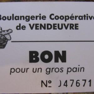 Bon d'échange «blé contre pain» de la boulangerie coopérative de Vendeuvre-du-Poitou (Vienne). Il s'agit de la dernière boulangerie coopérative à fonctionner dans la région; elle a été créée en 1913  par un petit groupe d'agriculteurs.