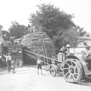 Les battages vers 1935 à Soulignonne (Charente-Maritime). Collection particulière.